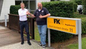 FKR Regeltechnik spendet Büromöbel für den KFC